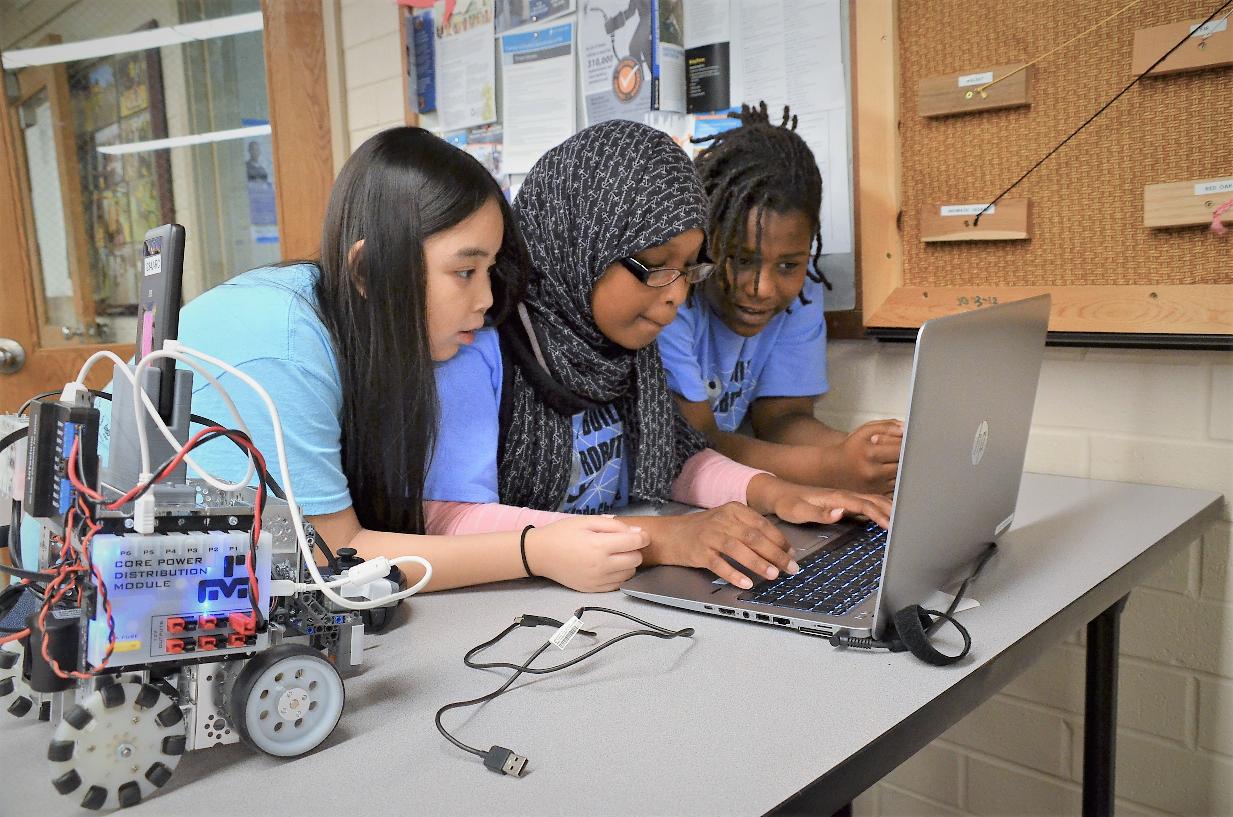 Summer school 3 girls race laptop robotics STEM 2016